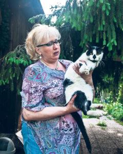 Кошкина мама. Ирина Носова, хозяйка частного приюта «Кошкин дом», с котом-донором Шкаликом